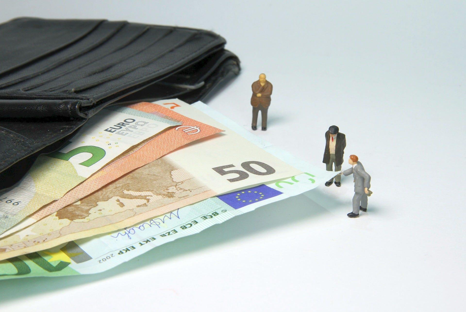 Bonus 2400 euro: procedure per nuove domanda attiva in settimana, slitta la scadenza