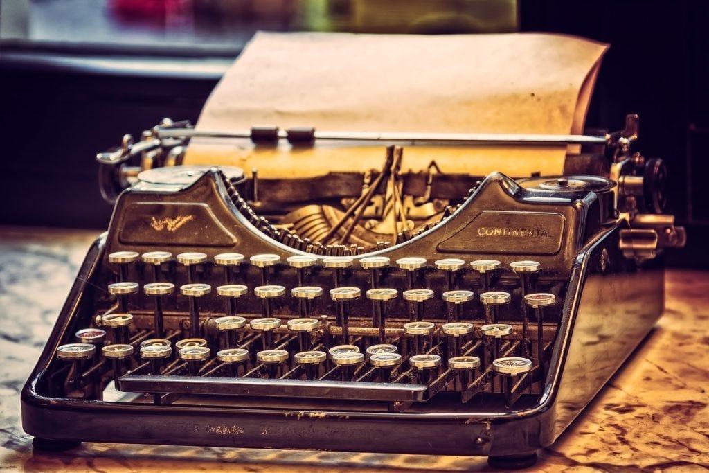typewriter 3711590 1920