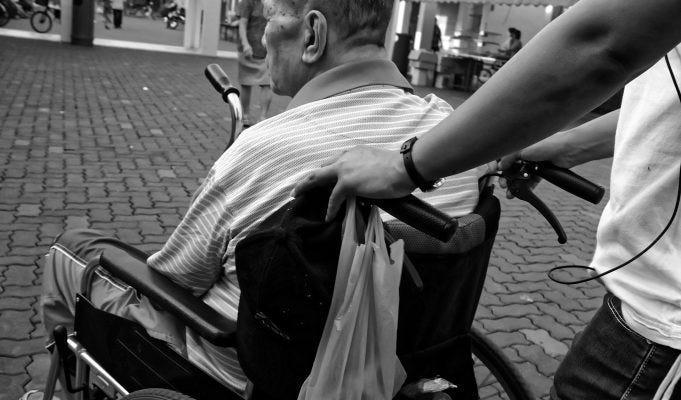 Bonus disabili 1800 euro per chi presta assistenza: ecco cosa sapere